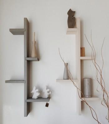 Mensola verticale con ripiani orizzontali
